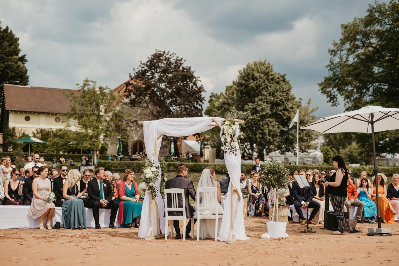 Hochzeit im Hofgut Langenau mit freier Trauung am Rhein Ufer