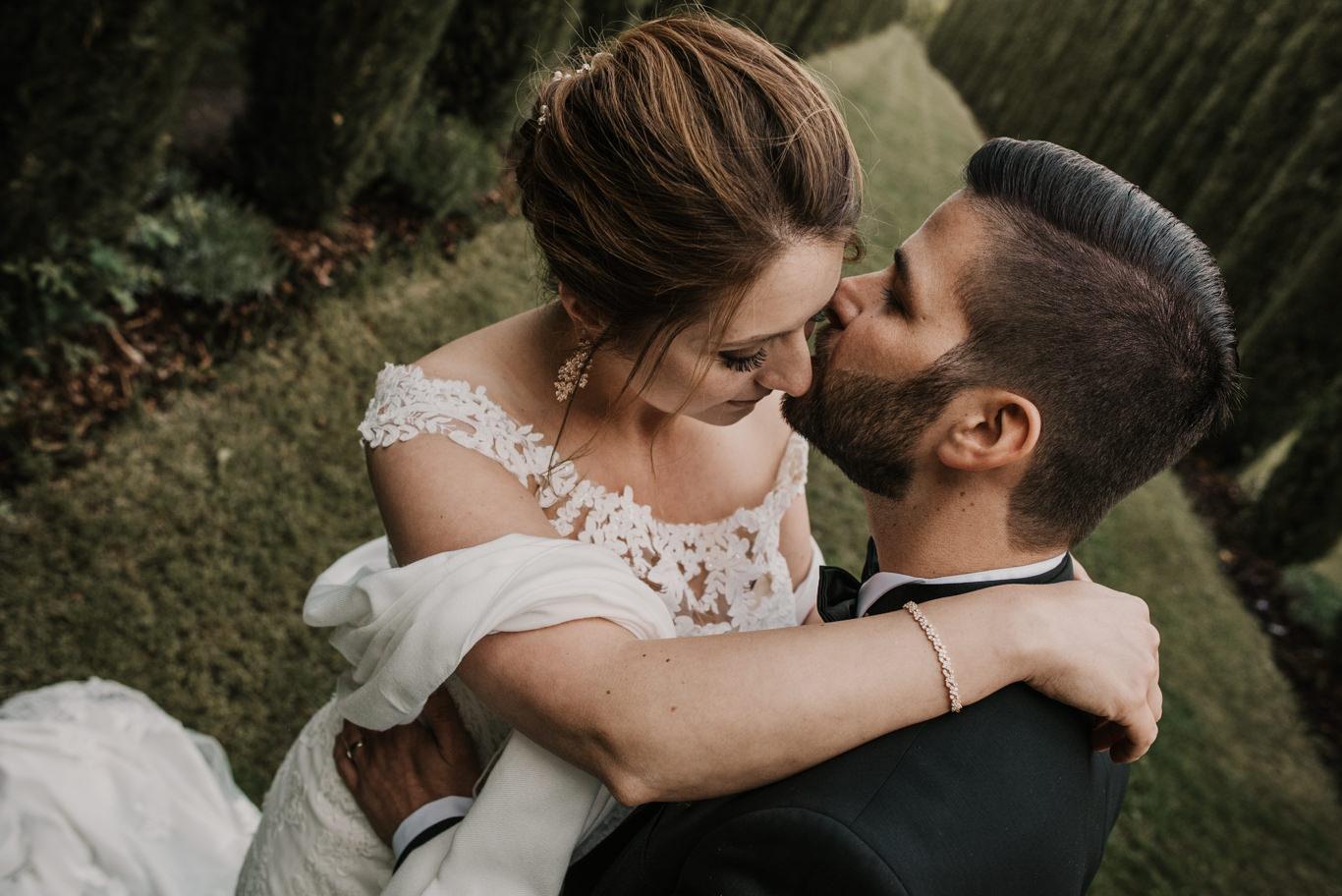 Brautpaar beim Paarshooting im Weingut Mussler