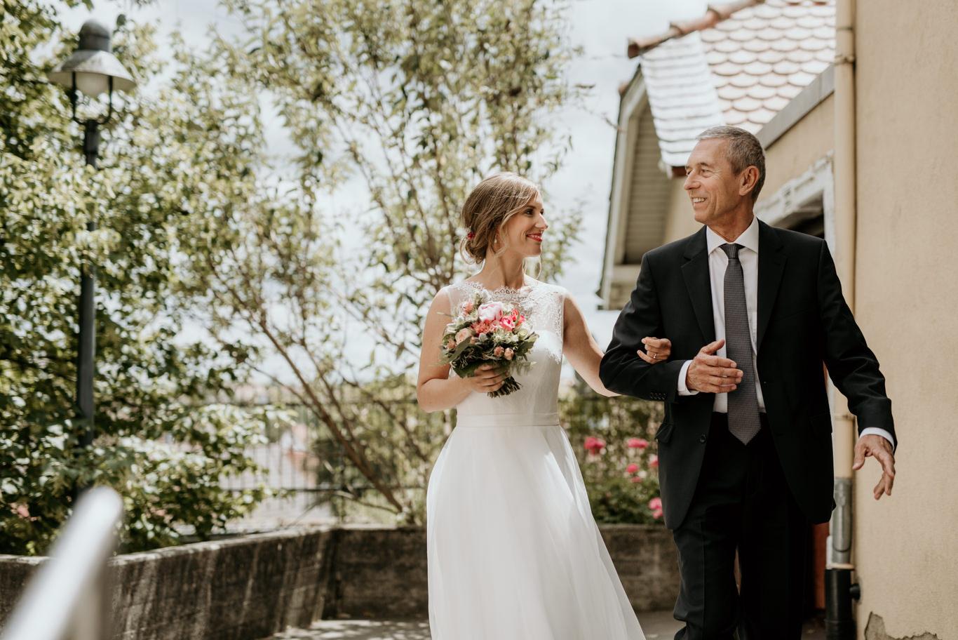 Hochzeitsreportage Westhofen Worms Alzey Hochzeitsfotograf Brautvater Braut Kirche