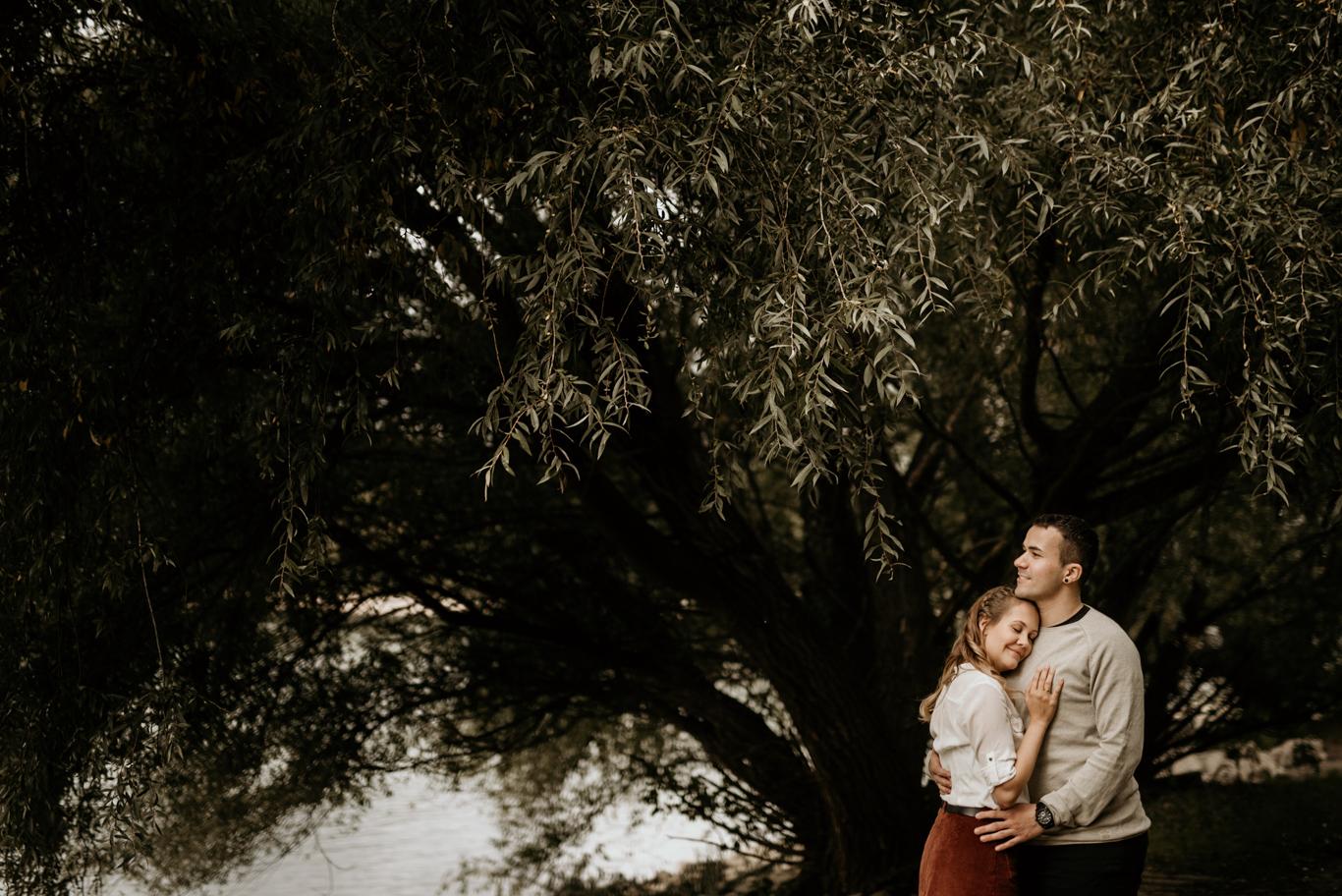 Fotograf Mannheim Heidelberg Paarfotos Paarfotografie Pärchen Liebe Verlobungsshooting Waldpark Rhein