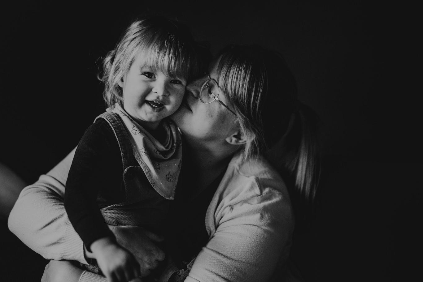 Familienfotograf Familien Fotos Mannheim Feudenheim Neckarstadt Heidelberg natürliche Kinderbilder Familienreportage